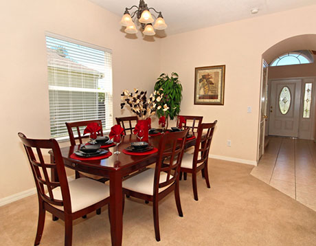 West Haven villa dining area